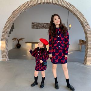 Anne ve Me Eşleştirme Kıyafet Güz Kız Yay Ilmek Örme Hırka Dış Giyim + Etekler 2 adet Anne ve Kızı Prenses Giyim Setleri S651