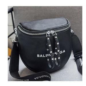 2020 مصمم وصول المرأة الجديدة CROSSBODY عارضة أزياء المرأة الكتف رسالة حقيبة حقيبة الصليب الجسم حمل كلاسيكي 2 اللون