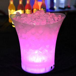 Yeni LED 5L Su geçirmez Plastik Buz Kovası 6 Renk Gece Kulüpleri LED Işık Yukarı Şampanya Bira Kepçe Night Party Buz Bucket Barlar