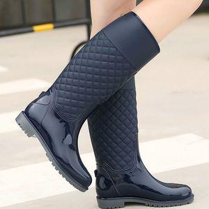 Yeni Kadın Yağmur Botları Lady Yağmur Su Ayakkabı Ourdoor Rainboots İtalyanca PVC Kauçuk Rainboots Lady Su Geçirmez Ayakkabı Y200723