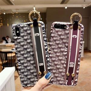 Diseñador de las mujeres de la correa de muñeca Casos de protección de marca de moda las letras europeas del teléfono móvil de concha blanda 11 Pro Max X XS 7P 8P Plus 7 8 2092501B