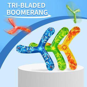 Kinder Sport Bumerang Spielzeug tri Klinge Bumerang Outdoor-Sport-Spielzeug sicher und Handlichkeit PU ABS-Material bunt 03