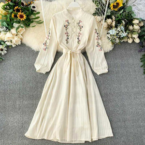 FTLZZ femmes robe bohème Broderie Fleurs cheongsam Robes Printemps Automne Slim Robe beige Vestidos