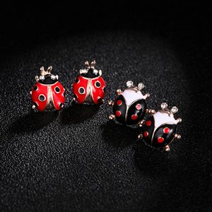 New Woman Ladybug Ear Studs Designer Luxury Jewelry Insect elegante bonito Brincos Beetle Brincos Stud Único Vintage Rock Jóias
