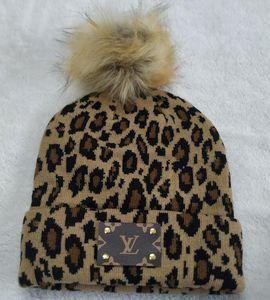 2020 Outono novo Chegada Leopard Chapéus de Inverno Famoso Adultos Luxo Hip Hop malha Gorros Homens Mulheres Cabeça de inverno mais quente grande pom pom crânio Caps