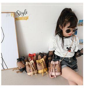 패션의 새로운 키즈 체인 핸드백 디자이너 여자 PU 가죽 레이스 업 버킷 가방 어린이 만화 문자 인쇄 메신저 가방 A4420