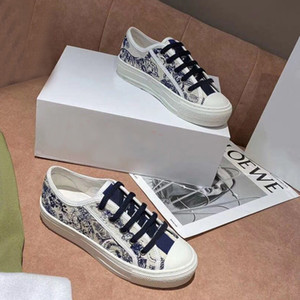 Klassische Dame Flat Casual Schuhe Leder Platform Sneaker Buchstaben Lace-up Frau Schuhe Mode Neue Männer Gedruckt Freizeitschuhe Große Größe 4-42-44