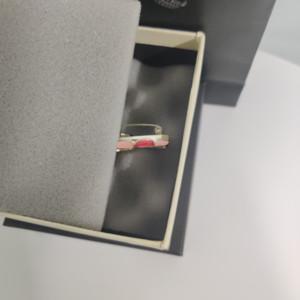 Femme Broche diamant Top Broche Haute Qualité Qualité Rose Rouge Broche Femme Accessoires de mode sauvage d'alimentation