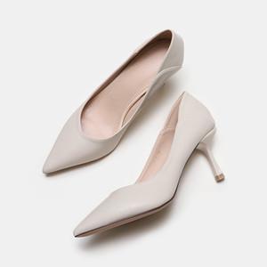 Alta qualidade moda feminina de luxo designer bombear sapatos de salto alto PU Shallow Couro Pointed Toe Fina Heel Bombas vestido das mulheres sapatas da senhora