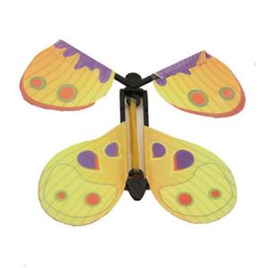 Brinquedo mágico da borboleta voando Mudança de mãos vazias da liberdade da borboleta Magia Prop Truques engraçado Surprise Prank Joke Místico truque Brinquedos LJJA982