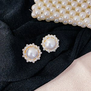 Hot Sale Vintage Style Pearl Women Earrings Wedding Party Stud for Bride White Pearl Fashion Girls Earrings for Gift