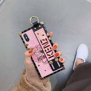 Площадь Покрытие Глянцевая Зеркало задней обложки Печатный Письмо браслет браслет Soft Phone Shell для iPhone XS Max XR X 6S 8 7 Plus 11 Pro Max