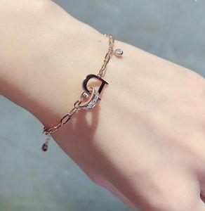 Il nuovo braccialetto di moda squisito super flash intarsiato con lettere di strass temperamento braccialetto accessori per gioielli a mano all'ingrosso