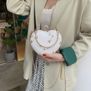 Women's bag 2019 new Western fashion lace dinner bag love-shaped mini ins All-match chain messenger bag