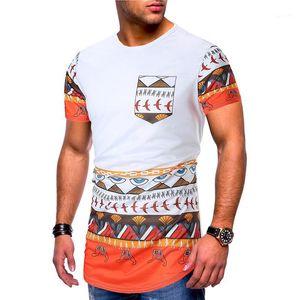 Os machos roupa Mulit Imprimir Mens Designer de manga curta T-shirts Moda Irregular Hem Painéis Mens Tees Designer