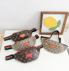 Diseñador Niños con letras impresas Mochilas para niños Casual Messenger Bag Boys Girls Bolsas de pecho Chicas Stripe Correa Cintura PU Bolsas de cuero A4406