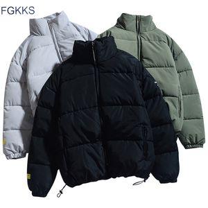 Collare del basamento caldo spesso del rivestimento di modo maschio casuale Parka cappotto degli uomini di marca FGKKS inverno nuovi uomini di colore solido Parkas qualità di