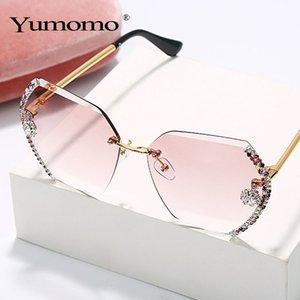 gafas de sol sin montura YUMOMO la vendimia de las mujeres grandes diseñador de la marca de diamantes graduales gafas de sol damas tonos femeninos rhinestone oculos