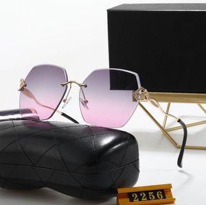 Hochwertige polarisierte Linse Pilot Mode Sonnenbrille für Männer Frauen Design Vintage Sonnenbrille mit Fall und Kasten 2256h
