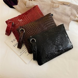 2019 New Women's hand-held bag fashionable crocodile pattern evening banquet bag large capacity casual wrist bag