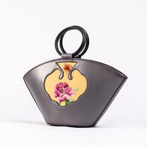 Sac pour femmes de haute qualité 2020 Nouveau rétro en cuir Automne Artesanat Broderie Sac à main en cuir Cattle épaule Messenger Bag