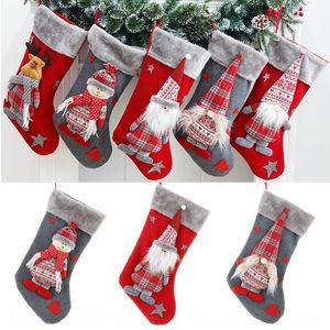 Faceless alter Mann große Weihnachtssocke Wald Man Puppe rot Weihnachten Socken Cartoon Puppe Weihnachtsbaum dekorative Anhänger Kinder Süßigkeit Geschenkbeutel T9I00540