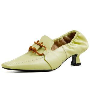 Femme Talons Décor Métal Pointu Chaussures Designer Toe femmes simples Chaussures Slip élastique dames Pompes mode Chaussures en cuir 2020