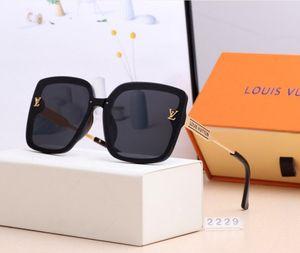 Üst UK tipi bayanlar erkekler için 2229 güneş gözlüğü yeni tasarım stili büyük kare zarif moda gölge gözlük gözlük gözlüğü