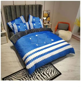 Высокое качество кровати стеганых наборов моды класс люкс хлопок четыре части комплектов постельных принадлежностей с простынями и два наволочкой
