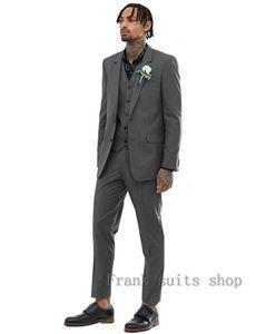 2020 Terno Custom Made Summer Grey Groom Мужские костюмы Высокое качество Человек Серый костюм Свадебные смокинги для Groom Мужчины (куртка + жилет + брюки)