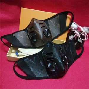 Unsiex Yüz Maskeleri PU Deri Yüz Moda Tasarımı Erkekler Kadınlar Mouth Maske Breathe toz geçirmez Yıkanabilir Doğa Sporları Koruyucu Maske OPP Kapaklar