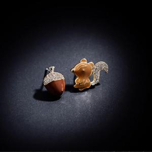 Carvejewl Sincap Pine Cone kız takı için Kristal elmas taklidi canlı emaye Karikatür Hayvan Küpe asimetrik küpe damızlık