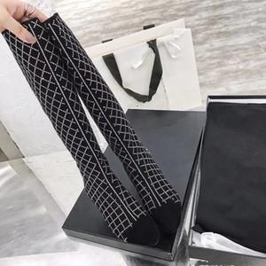 Stivaletto della coscia 2020 Nuova Plaid Pattern Pattern Zipper Thick High Tacco alto 3cm Punta Sexy Sexy Show sottile