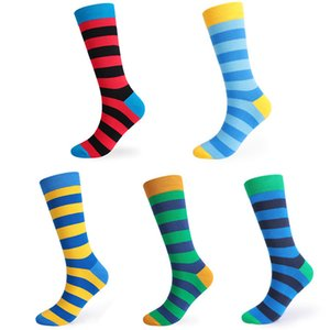 Mens misturar cores 5 pares de embalagem alargada tubo longo meias listradas 5 cores respirável Outono Inverno meias desportivas