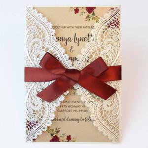 Convite do casamento Laser casamento Cut Convites Pérola Convites Livro Branco Lace Com Burgundy Ribbon Bow - Conjunto de 50 peças