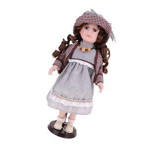 Victorienne Porcelain Doll debout avec robe rayée dentelle et chapeau assorti