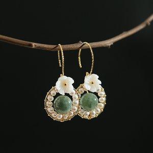 Designer Design Designer-Handgemachte Süßwasser-Perlen-Glare Micro Flaw Jade-Blumen-Frisch modische Ohrringe en gros