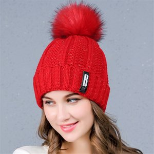 Nuovo inverno Velvet Cappelli donne antivento Lettere Berretti Caps Sweet Lady Warm Cappello di lana imitazione Raccoon sfera della pelliccia con risvolto a testa cilindrica