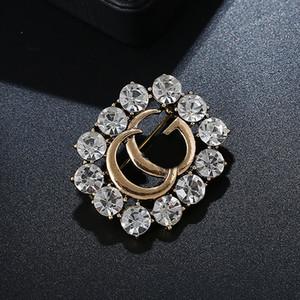 Les femmes de luxe strass Broche célèbre Costume Designer épinglette célèbre marque de bijoux cadeau pour l'amour Livraison rapide