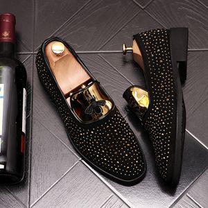 Os mais recentes designer de Moda Masculina nobuk partido do vestido de couro bordados abelha Shoes Luxo Walking Shoe 498