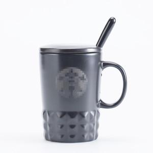 Starbucks kreative keramische keramische einfache Kaffeetassen mit Deckel und Löffel schnitzen Geschenkbecher