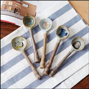 créative de bande dessinée poterie grossière manuelle cuillère en céramique japonaise belle cuillère à long manche évider l'individualité étudiante avec une cuillère