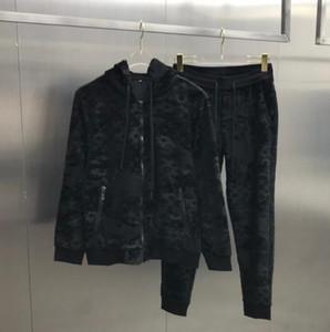 20SS nuevo traje de la cremallera chaqueta suéter pantalones casuales estilo sencillo de todo el cuerpo de camuflaje jacquard de alta calidad fabricSuits letras de las correas laterales