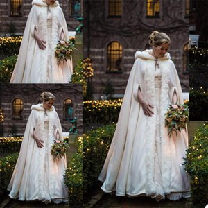 2020 Winter Hooded Bridal Cloaks Fur Coat Wedding Capes Wicca Robe Warm Bridal Jackets Christmas Events Accessories