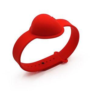 fashion Hand Sanitizer Silicone Wrist Bracelet Heart Shaped Wristband Portable Liquid Soap Dispense Squeezy Sanitizer Bangle T2I51488