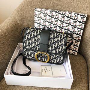 Neue Art und Weise Beutel der Frauen Schreiben Stoff gestickt Eine Schulter Beutel der Frauen Kleine quadratische Tasche mit schräger Spanne Qualitäts-Hardware-Sperre