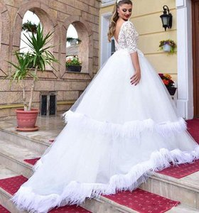 2021 Pure White Wedding Dresses A Linha Lace Metade mangas compridas Feather saia vestidos de noiva Illusion Pescoço V Tribunal Trem Outdoor desgaste do casamento