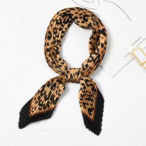 Praça da dobra pequeno Silk Neck Scarf por Mulheres Crumple Bandana Neck usar plissadas Imprimir Foulard Feminino Cachecol HOT [3926]