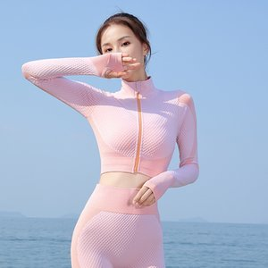 INS Online Celebrity Hot Selling Europe and America Yoga Fitness Suit Moisture Wicking Yoga Suit Women's Seamless Sports Set