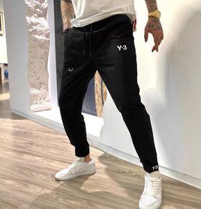 Pantaloni da 20SS Uomo in esecuzione Pantaloni a swimptants allentati tessuto impermeabile importato Tessuto impermeabile Sentire i polsini a costine morbidi e delicati delicati Pantaloni neri di dimensioni asiatiche